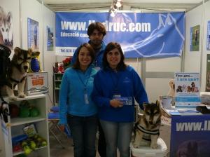 Foto stand Lladruc a la Fira de Mostres 2011 amb la Sílvia, en Josep Maria i una servidora