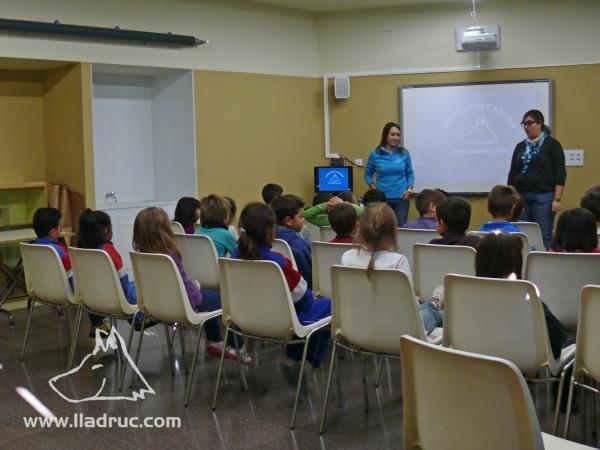 Els alumnes de l'escola Vila-romà al taller Lladruc