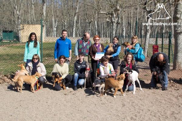 Foto de grup de la 13a edició Tinc un gos i ara què: curs d'educació canina i coneixements veterinaris