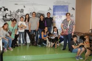 Foto final de la dissetena edició del curs d'educació canina i coneixements veterinaris
