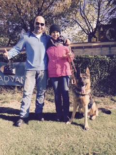 Una servidora amb en Juanma i en Charlie, gos de violència de gènere