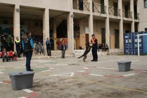 La Fura saltant d'alegria a sobre un voluntari de protecció civil de Sant Feliu de Guíxols després de treballar. La punyetera va ser condecorada i tot amb l'escut oficial! :)