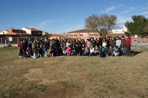 Els 77 alumnes que van participar a l'activitat. A veure si sabeu trobar a la Mina i a la Fura!