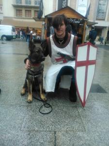Feliç Sant Jordi de part de tot l'equip de Lladruc però, sobretot, de la Fura, a qui podeu veure amb el cavaller! :)