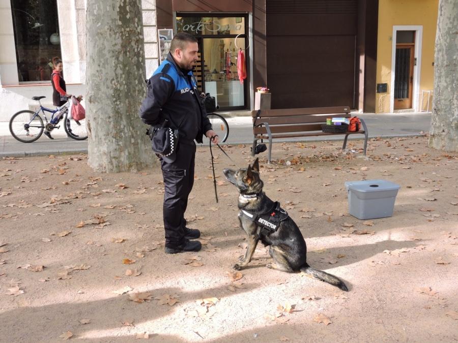 La Mina treballant amb un dels agents policials que van participar al curs